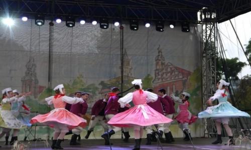 Zdjecie POLSKA / opolskie / Opole / Dziewczęta w akcji