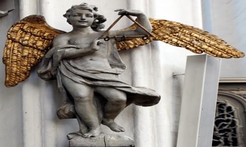 POLSKA / Gdańsk / Bazylika Mariacka / Figura muzykującego anioła z dawnego chóru
