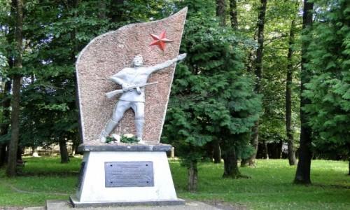POLSKA / Podlasie / Dubicze Cerkiewne / Pomnik ku czci żołnierzy Armii Czerwonej