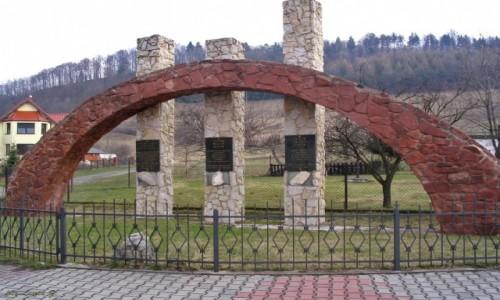 Zdjecie POLSKA / Kudowa Zdrój. / Czermna. / Pomnik Trzech Kultur.