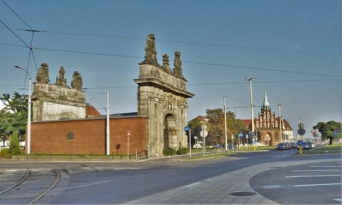 Zdjęcie POLSKA / Zachodniopomorskie / Szczecin / Szczecin, brama królewska i kościół św. Piotra i Pawła