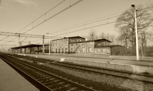 Zdjecie POLSKA / Górny Śląsk / Pyskowice, województwo śląskie / Budynek dworca kolejowego, z lat 70. XIX wieku