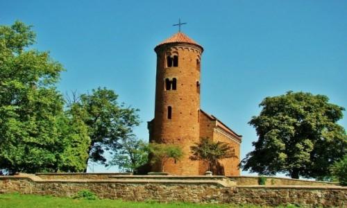 Zdjecie POLSKA / województwo łódzkie / Inowłódz / Kościół św.Idziego z XI wieku