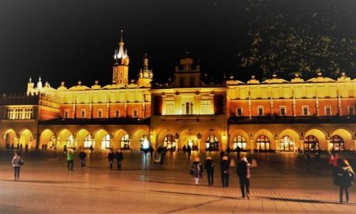 Zdjecie POLSKA / Małopolska / Kraków / na krakowskim rynku...