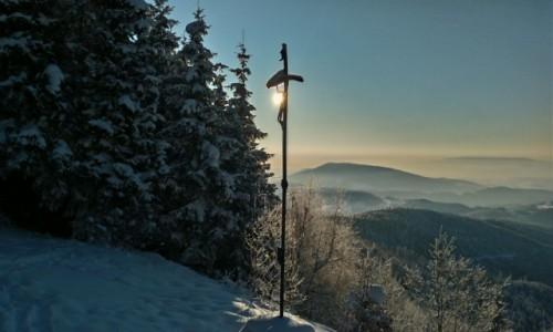 Zdjęcie POLSKA / beskid wyspowy / mogielica / krzyż w słońcu