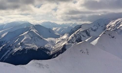 Zdjęcie POLSKA / Tatry / Tatry Zachodnie / Nad szczytami