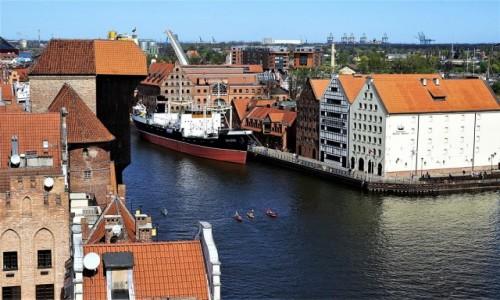 Zdjęcie POLSKA / Gdańsk / Z wieży widokowej Muzeum Archeologicznego – tzw. Domu Przyrodników. / Trzy kajaki i łódka