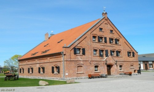 Zdjecie POLSKA / Warmińsko-Mazurskie. / pow. Iława. / Pałac Mortęgi - Spichlerz.