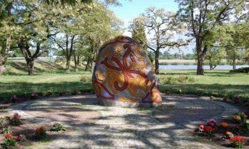 Zdjęcie POLSKA / zachodniopomorskie / Wolin / Kopia kamienia runicznego z Jelling. Wolin
