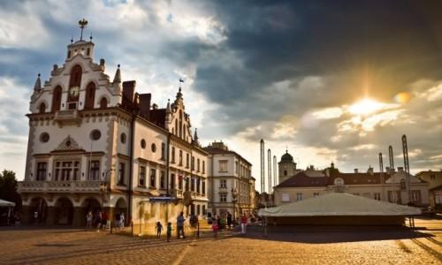 POLSKA / Podkarpacie / Rzeszów, Rynek / Po Rynku Sobie Spacerować