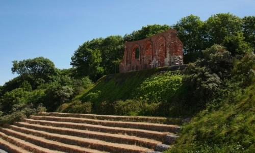 Zdjęcie POLSKA / Zachodniopomorskie / Trzęsacz / Została 1 ściana kościoła wybudowanego kilometr od brzegu