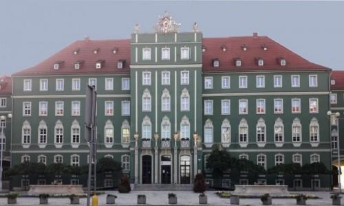 Zdjecie POLSKA / zachodnio-pomorskie / Szczecin / Główny fronton Urzędu
