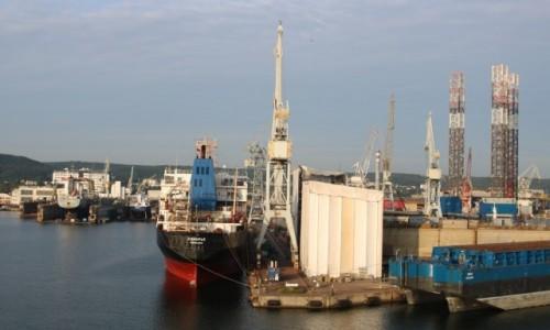 Zdjęcie POLSKA / Pomorze / Gdynia / Gdynia - wpływamy do portu (1)
