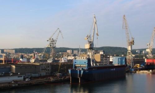 Zdjęcie POLSKA / Pomorze / Gdynia / Gdynia - wpływamy do portu (2)