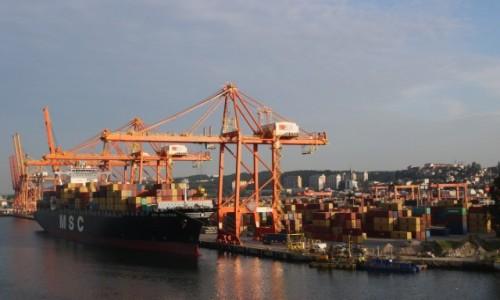 Zdjęcie POLSKA / Pomorze / Gdynia / Gdynia - wpływamy do portu (3)