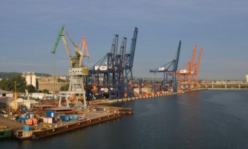 Zdjęcie POLSKA / Pomorze / Gdynia / Gdynia - wpływamy do portu (4)