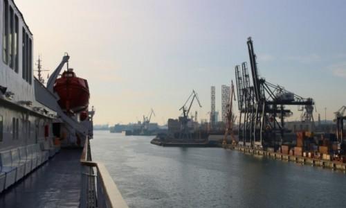 Zdjęcie POLSKA / Pomorze / Gdynia / Gdynia - wpływamy do portu (5)