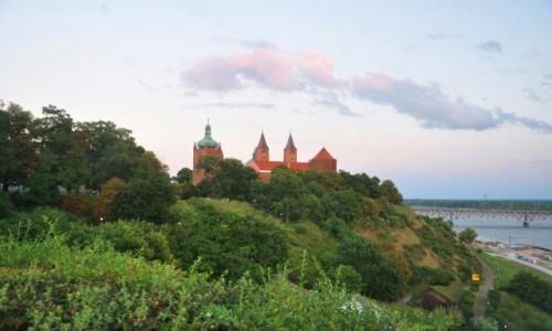 Zdjecie POLSKA / mazowieckie / Płock / Płocki standard czyli widok na Wzgórze Tumskie