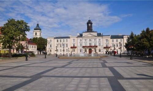 Zdjecie POLSKA / mazowieckie / Płock / Płocki Stary Rynek o poranku