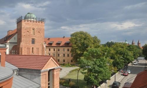 Zdjecie POLSKA / mazowieckie / Płock / Widok na Liceum, obserwatorium astronomiczne i bazylikę w tle