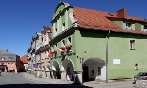 Zdjęcie POLSKA / dolnośląskie / Chełmsko Śląskie / Kamieniczki w rynku