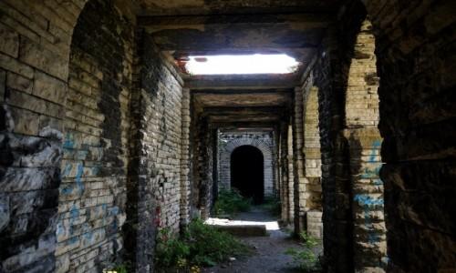 Zdjęcie POLSKA / dolnosląskie / Wałbrzych-Nowe Miasto / Jedno z podcień mauzoleum