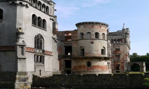 Zdjęcie POLSKA / opolskie / Kopice / Fragment pałacu.