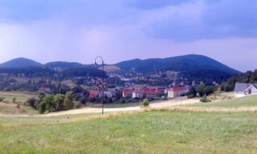 Zdjęcie POLSKA / dolnoślaskie / Boguszów-Gorce / Burzowo nad górą Mniszek i Chełmiec.
