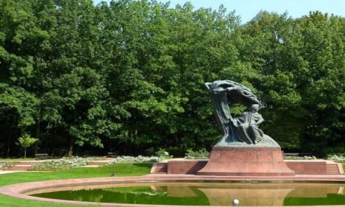 Zdjęcie POLSKA / mazowieckie / Warszawa / Jak Warszawa, to i pomnik Chopina