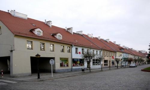 Zdjecie POLSKA / opolskie / Lewin Brzeski / Wschodnia pierzeja rynku