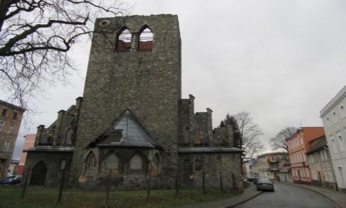 Zdjecie POLSKA / -Lądek Zdrój / Lądek Zdrój / Kościół ewangelicki - ruina