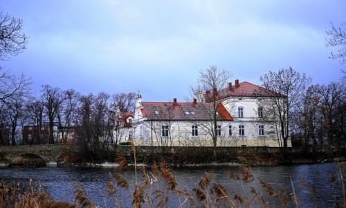 Zdjecie POLSKA / dolnoślaskie / Kondratowice / Pałac w pochmurny dzień