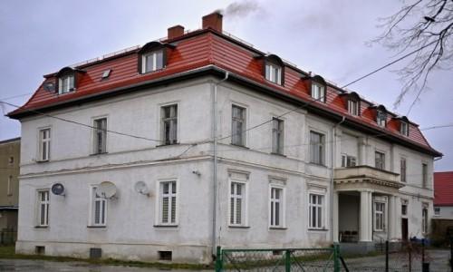 Zdjecie POLSKA / dolnośląskie / Boleścin / Pałac od strony ganku.
