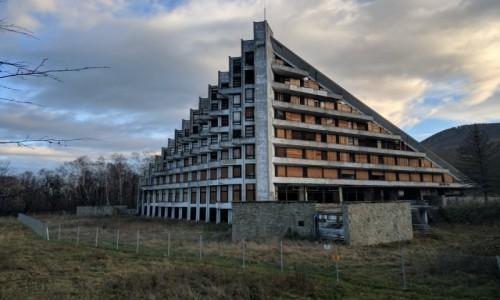 Zdjecie POLSKA / Beskidy / Ustroń / opuszczony pensjonat Maciejka