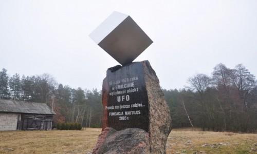 POLSKA / lubelskie / Emilcin / Pomnik UFO w Emilcinie