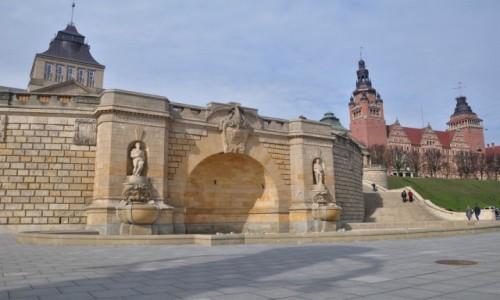Zdjecie POLSKA / zachodniopomorskie / Szczecin / Na Wałach Chrobrego w Szczecinie