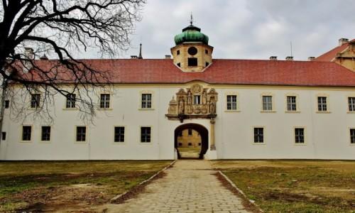 Zdjęcie POLSKA / województwo opolskie / Głogówek / Zamek Oppersdorffów-wejście główne/odnowione/