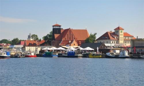 Zdjecie POLSKA / pomorskie / Hel / Hel - widok na miasto od strony portu