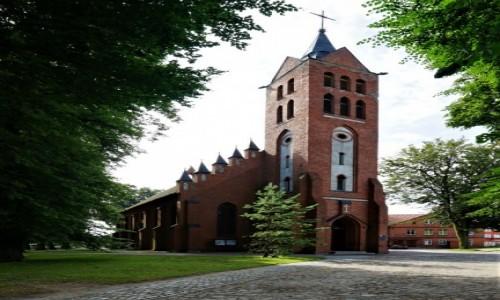 Zdjecie POLSKA / Pojezierze Iławskie / Prabuty / Kościół św. Andrzeja Apostoła