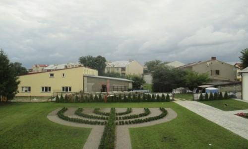 Zdjęcie POLSKA / Polesie / Włodawa - zespół synagog / Menora