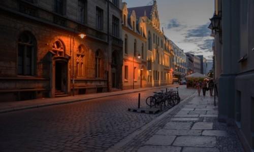 Zdjęcie POLSKA / woj. dolnośląskie / Wrocław / pocztówki z Wrocławia - wieczór w Dzielnicy Czterech Świątyń