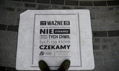 Zdjecie POLSKA / opolskie / Opole / Na trotuarze