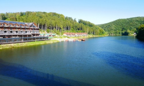 POLSKA / dolnośląskie / Góry Czarne / U podnóża góry Choiny