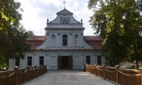 Zdjęcie POLSKA / Roztocze / Zwierzyniec / Kościół