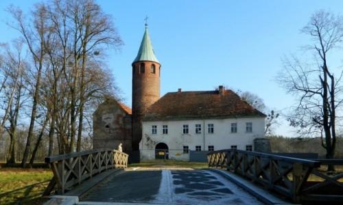 POLSKA / opolskie / Karłowice / Zamek od strony mostu.