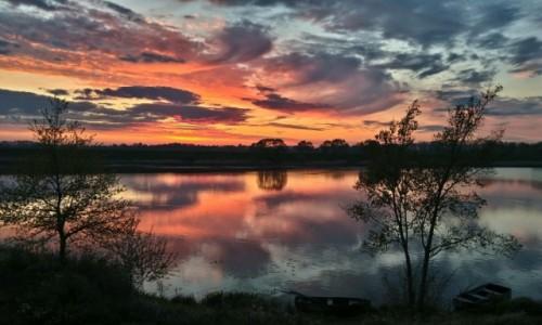 Zdjęcie POLSKA / małopolska / dolina karpia / klimatyczny zachód