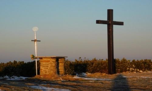 Zdjecie POLSKA / beskid żywiecki / Pilsko / księżyc  i krzyż