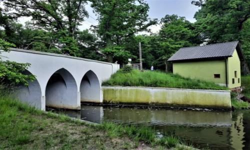Zdjecie POLSKA / śląskie / Rudy / Most ze śluzą na Brantolce