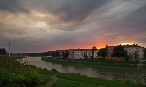 POLSKA / Podkarpacie / Przemyśl  / zachód słońca nad Sanem