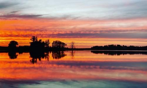 Zdjecie POLSKA / kujawsko-pomorskie / Wenecja / Słońce się pali w jeziorze